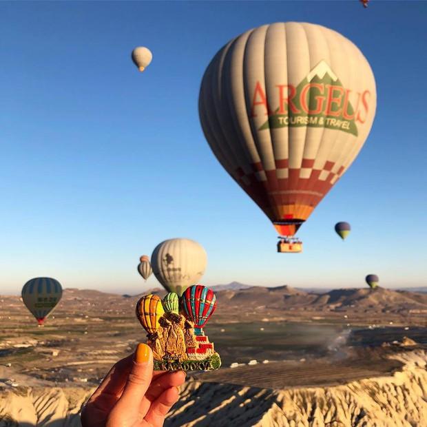 Loạt trải nghiệm cực đã của cô bạn người Việt tại Cappadocia (Thổ Nhĩ Kì): Ngủ trong hang, bay cùng khinh khí cầu, lái xe jeep qua thung lũng - Ảnh 2.