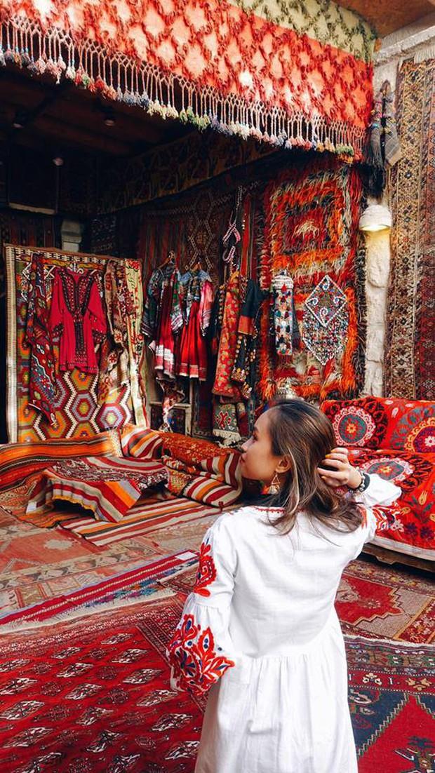 Loạt trải nghiệm cực đã của cô bạn người Việt tại Cappadocia (Thổ Nhĩ Kì): Ngủ trong hang, bay cùng khinh khí cầu, lái xe jeep qua thung lũng - Ảnh 4.