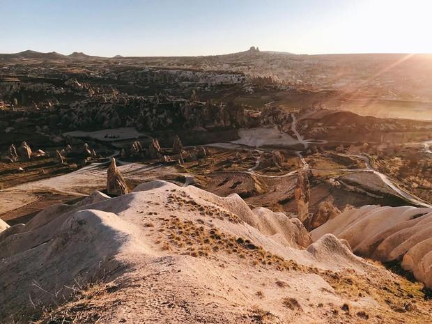 Loạt trải nghiệm cực đã của cô bạn người Việt tại Cappadocia (Thổ Nhĩ Kì): Ngủ trong hang, bay cùng khinh khí cầu, lái xe jeep qua thung lũng - Ảnh 8.