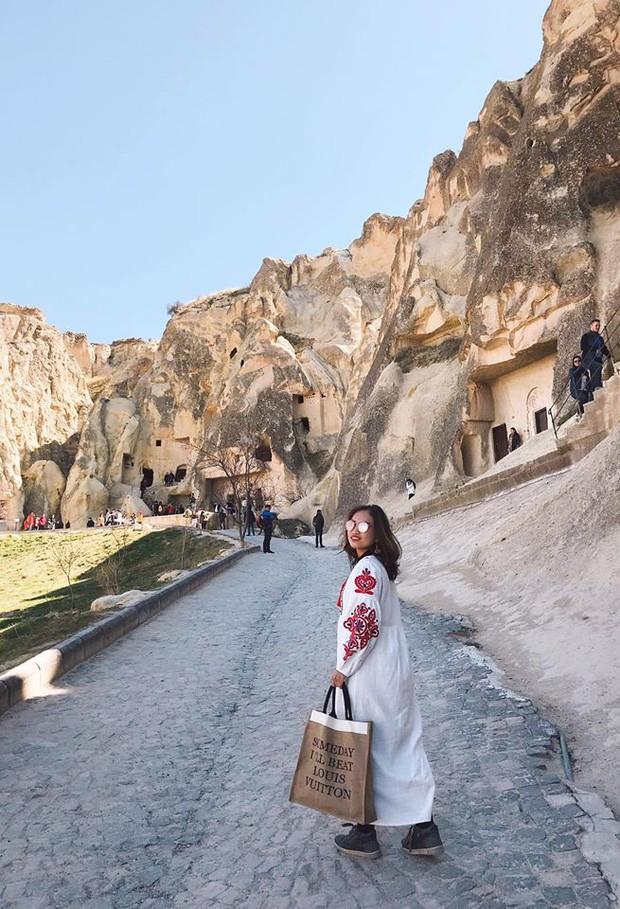 Loạt trải nghiệm cực đã của cô bạn người Việt tại Cappadocia (Thổ Nhĩ Kì): Ngủ trong hang, bay cùng khinh khí cầu, lái xe jeep qua thung lũng - Ảnh 9.