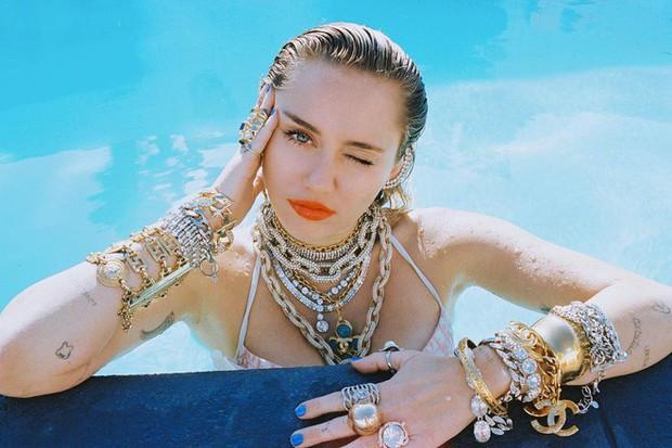 Những cô vợ sexy, tài năng của dàn sao nam hot nhất Hollywood: Miley và Hailey liệu có đọ được với Hoa hậu thế giới? - Ảnh 28.