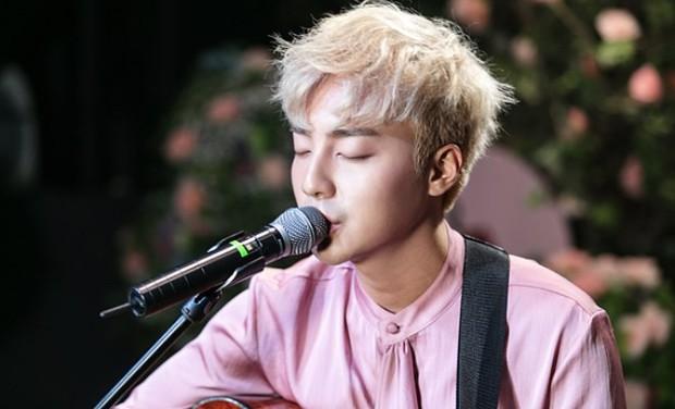 """Nam ca sĩ bị phanh phui có trong phòng chat """"bẩn"""" của Seungri: """"Thánh ballad xứ Hàn"""", được em út BTS mê mẩn tới nỗi cover hit """"khủng"""" - Ảnh 2."""