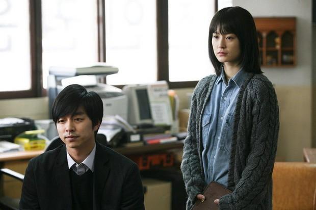 Đóng với ai dính ngay tin đồn hẹn hò với người đó, đẹp trai như Gong Yoo thật mệt mỏi! - Ảnh 5.