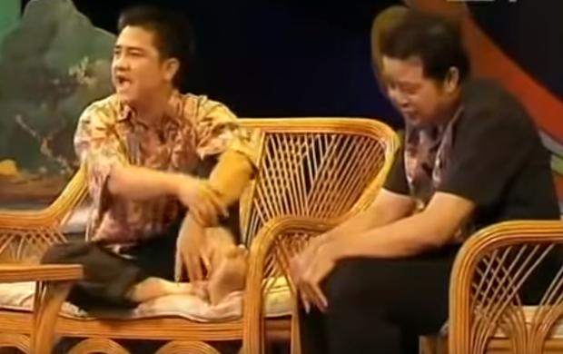 Có 1 Anh Vũ thích làm thơ huề vốn, chửi ngọt như mía lùi ở Gala Cười những năm 2000 - Ảnh 4.