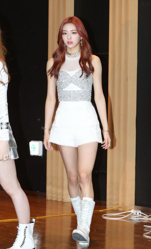 3 cô em út nổi tiếng nhà JYP: Gương mặt, body, thần thái đều cực phẩm nhưng chỉ 1 người lọt vào mắt xanh của Sohee - Ảnh 15.