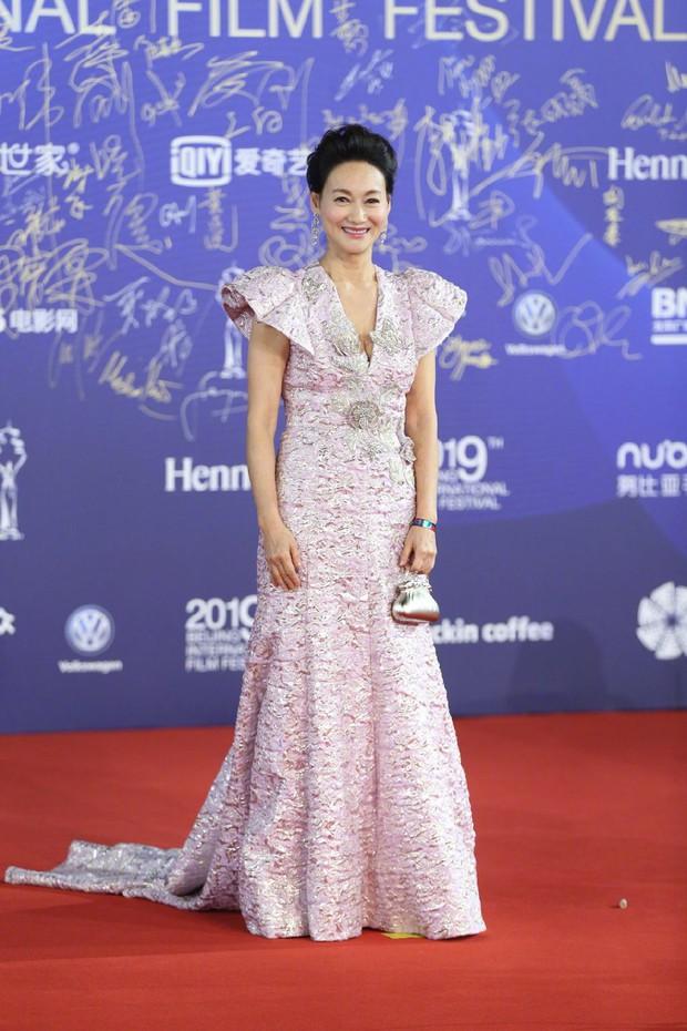 Bế mạc LHP Bắc Kinh: Bạn gái Luhan hoá công chúa yêu kiều, Đồng Lệ Á gây bão dù không đi thảm đỏ - Ảnh 15.