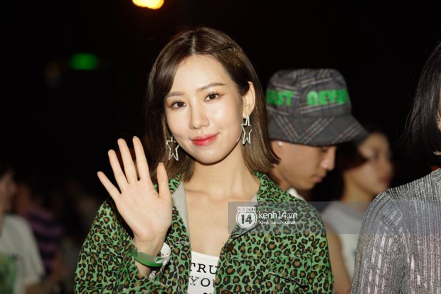 Sơn Tùng M-TP diện áo trắng chuẩn soái ca, Min xuất hiện không mệt tại sự kiện lớn ở Hà Nội - Ảnh 4.