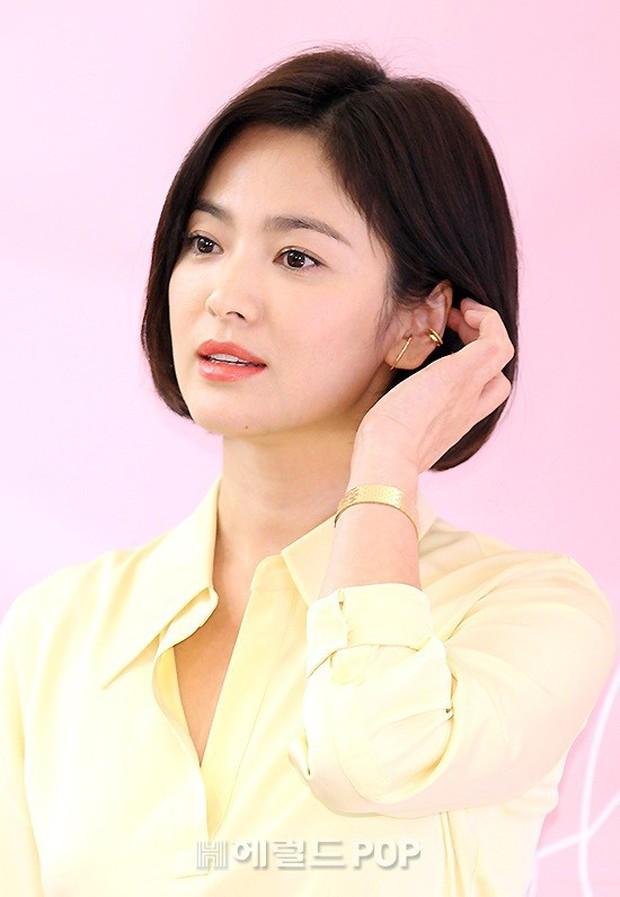 Lâu lắm mới dự sự kiện ở Hàn, Song Hye Kyo quá đẹp nhưng lại để lộ bộ phận một trời một vực so với ảnh tạp chí - Ảnh 10.