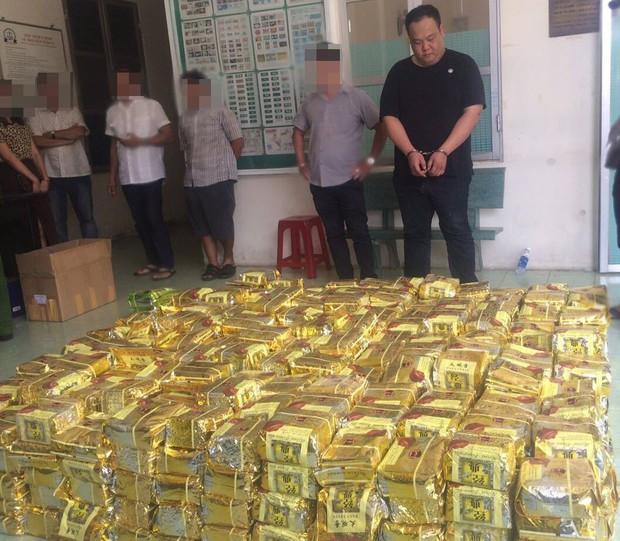 Bắt giữ 1,1 tấn ma túy giả dạng gói trà được cất giấu trong loa thùng ở TP.HCM - Ảnh 4.