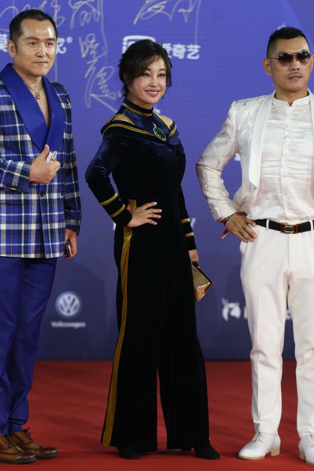 Bế mạc LHP Bắc Kinh: Bạn gái Luhan hoá công chúa yêu kiều, Đồng Lệ Á gây bão dù không đi thảm đỏ - Ảnh 8.