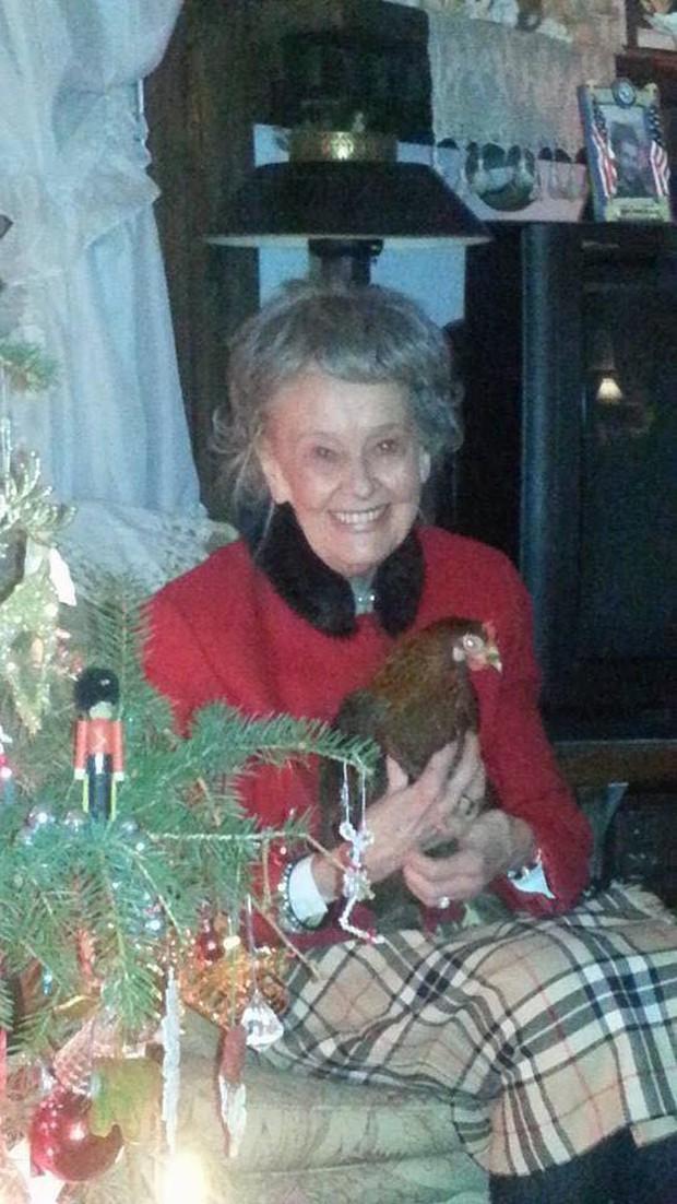 Nhà ngoại cảm thiên tài Lorraine Warren trong The Conjuring qua đời ở tuổi 92 - Ảnh 1.