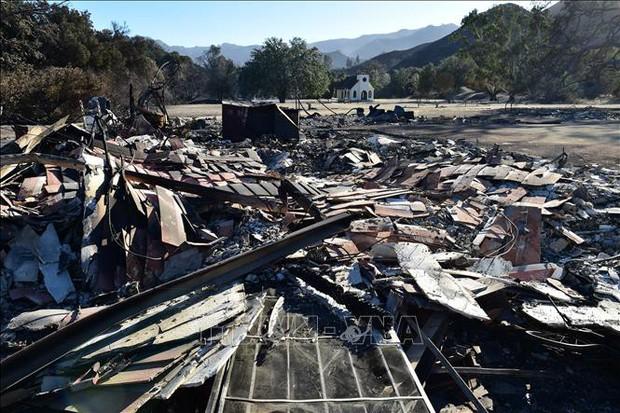 Phát hiện nước uống nhiễm chất gây ung thư sau vụ cháy rừng ở California  - Ảnh 1.