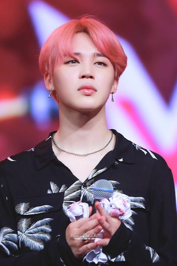BXH idol nam hot nhất: BTS gây choáng vì thống lĩnh top 10, mỹ nam kém nổi EXO bất ngờ lọt thỏm giữa dàn đối thủ - Ảnh 1.