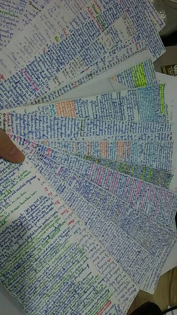 Giáo viên cho mang 1 tờ giấy ghi kiến thức vào phòng thi, ai ngờ sinh viên chép sương sương cũng được cả quyển sách! - Ảnh 9.