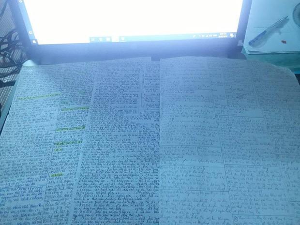 Giáo viên cho mang 1 tờ giấy ghi kiến thức vào phòng thi, ai ngờ sinh viên chép sương sương cũng được cả quyển sách! - Ảnh 3.