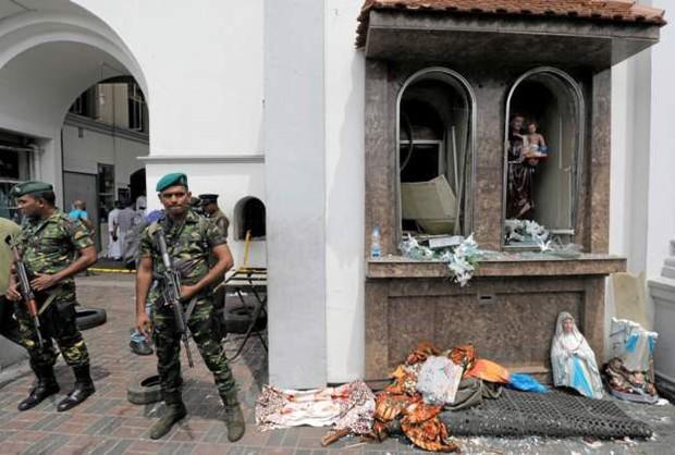 Đột kích bắt giữ 7 nghi phạm đầu tiên trong các vụ đánh bom khiến ít nhất 207 người chết ở Sri Lanka - Ảnh 6.