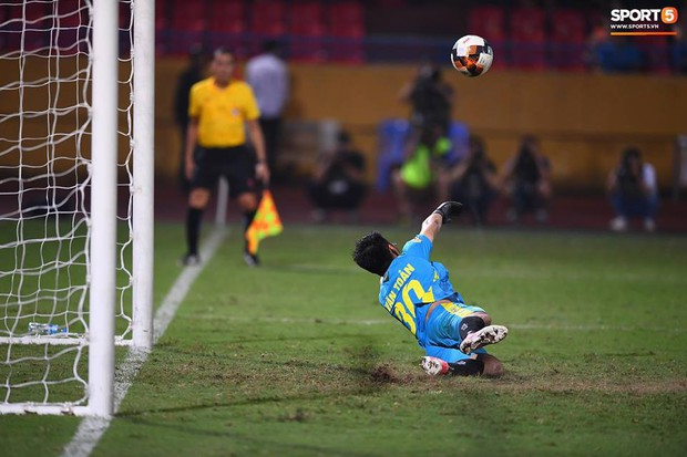 Quang Hải ăn mừng ngạo nghễ như Ronaldo sau khi ghi bàn nhấn chìm Hải Phòng - Ảnh 9.