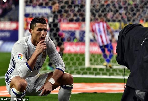 Quang Hải ăn mừng ngạo nghễ như Ronaldo sau khi ghi bàn nhấn chìm Hải Phòng - Ảnh 4.