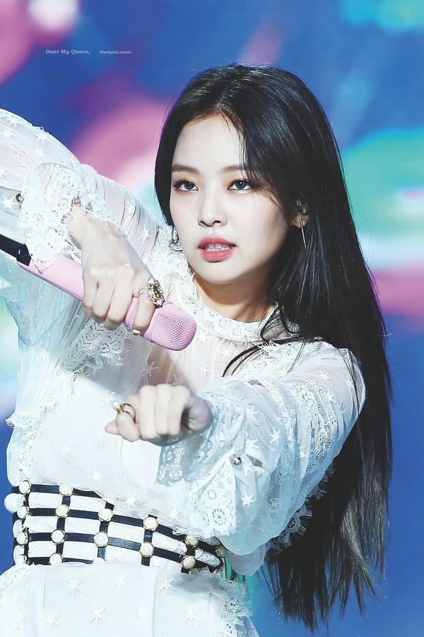 Tranh cãi BXH idol nữ hot nhất Kpop: Jennie giành No.1, nhưng Jisoo và 2 mỹ nhân Black Pink bị 4 tân binh vượt mặt - Ảnh 1.