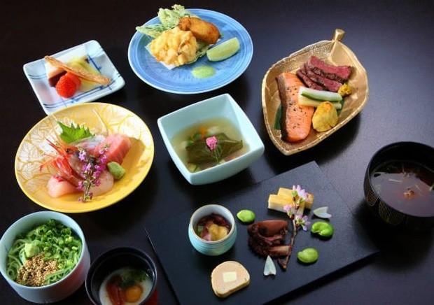 Các món ăn Nhật Bản trông lúc nào cũng nghệ là nhờ làm theo nguyên tắc này - Ảnh 1.