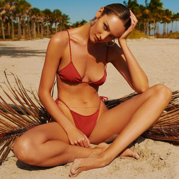 Thiên thần Victorias Secret diện bikini khoe body đốt mắt: Nhìn vòng eo, đường cong này ai ngờ đã là gái 2 con - Ảnh 4.