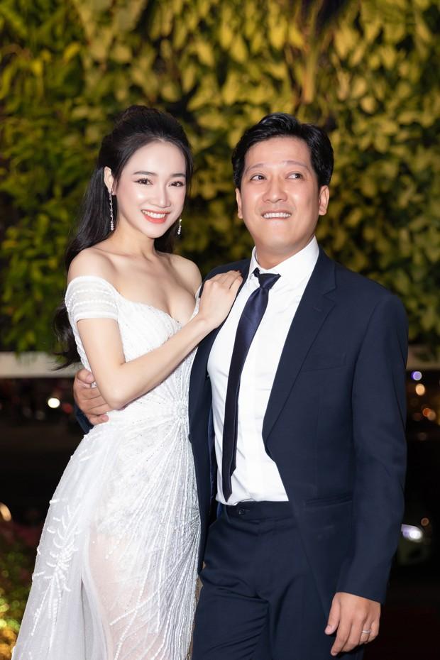 Nhã Phương - Trường Giang tay đan tay, lần đầu lộ diện cùng nhau sau nửa năm tổ chức đám cưới - Ảnh 5.