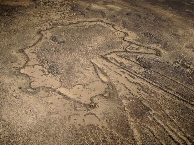 Khắp Trung Đông, hàng ngàn cánh diều khổng lồ có niên đại tới cả 9.000 năm nằm rải rác khắp nơi - Ảnh 6.