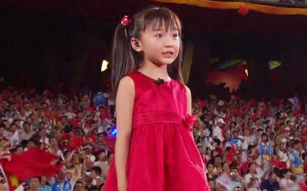 Nhan sắc của thiên thần Olympic Bắc Kinh năm nào: Có dấu hiệu thẩm mỹ, cằm dài ngoằng bất thường? - Ảnh 2.