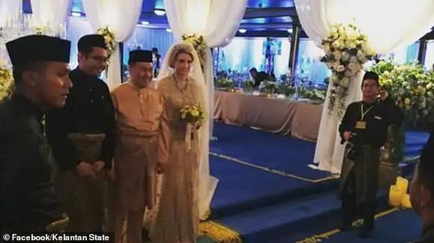 Nối gót Quốc vương, Thái tử Malaysia kết hôn với người đẹp Thuỵ Điển - Ảnh 3.
