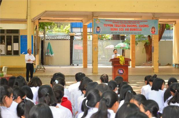 TP HCM: Một giáo viên bị tố nâng điểm nhiều môn cho học sinh - Ảnh 1.