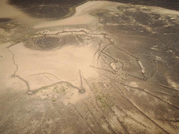 Khắp Trung Đông, hàng ngàn cánh diều khổng lồ có niên đại tới cả 9.000 năm nằm rải rác khắp nơi - Ảnh 7.