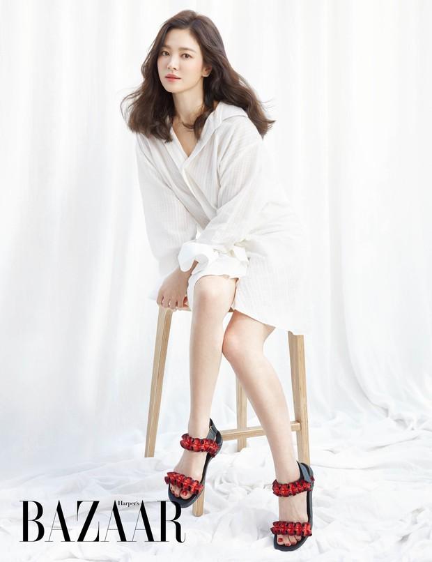 Vừa bị chê già, Song Hye Kyo dập lại bằng bộ ảnh tạp chí gây ngỡ ngàng: 38 tuổi mà trẻ đẹp, body nuột như gái 20 - Ảnh 6.