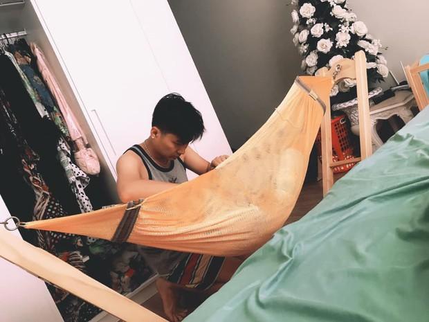 Lâm Khánh Chi hạnh phúc với khoảnh khắc chồng trẻ lo từng miếng ăn giấc ngủ cho con trai - Ảnh 1.