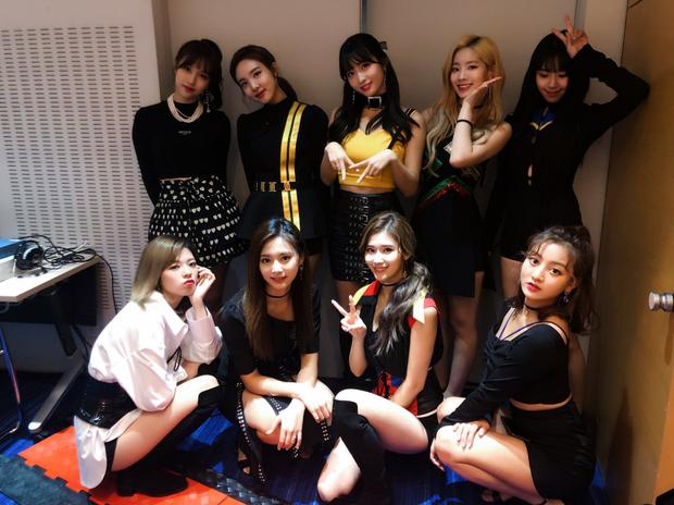 TWICE xứng danh girlgroup thế hệ 3 hàng đầu Nhật Bản nhờ album mới, BLACKPINK cũng chẳng kém cạnh - Ảnh 4.