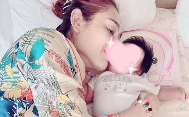 Lâm Khánh Chi hạnh phúc với khoảnh khắc chồng trẻ lo từng miếng ăn giấc ngủ cho con trai - Ảnh 3.