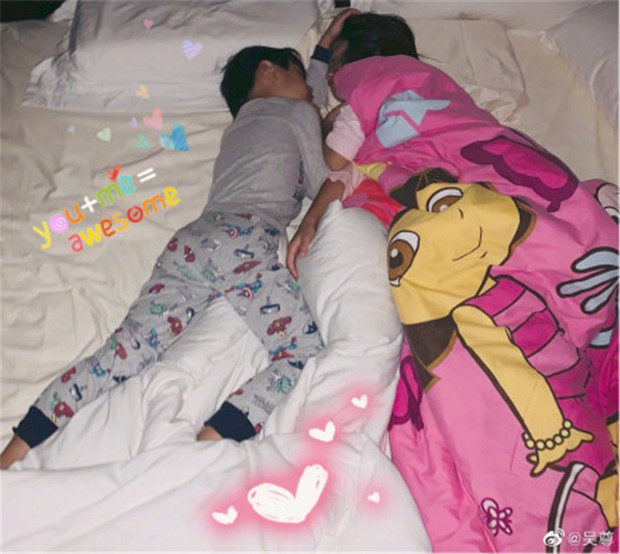 Giữa showbiz loạn lạc tin ngoại tình, ảnh Ngô Tôn chụp lén 2 con ngủ say không nỡ gọi dậy khiến fan ấm lòng - Ảnh 3.