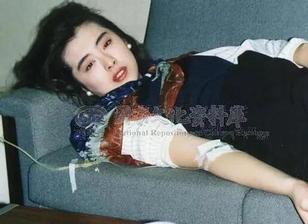 Bức ảnh chụp Ngọc nữ số 1 Hong Kong Vương Tổ Hiền lúc ốm nặng bất ngờ gây sốt vì quá tuyệt sắc - Ảnh 1.