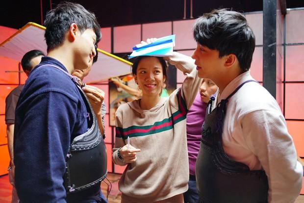 Khán giả nhiệt tình đẩy thuyền khi đôi trai đẹp B Trần và Harry Lu đấu kiếm trong phim mới - Ảnh 3.