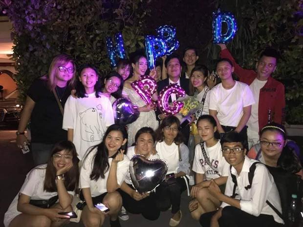 Fan đột kích tổ chức sinh nhật cho Trường Giang nhưng được chú ý nhất chính là giỏ quà tặng! - Ảnh 1.