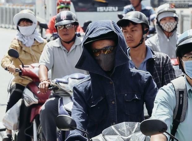 Tia cực tím ở Sài Gòn vượt ngưỡng liên tục 4 ngày, nắng nóng tiếp tục gia tăng - Ảnh 1.