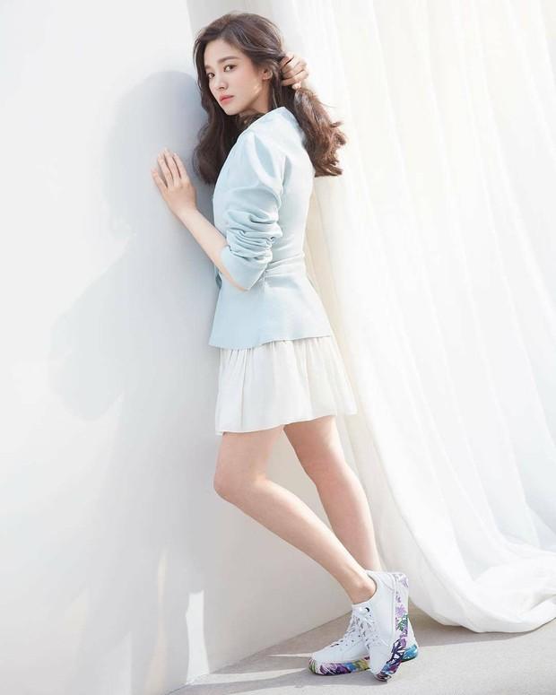 Vừa bị chê già, Song Hye Kyo dập lại bằng bộ ảnh tạp chí gây ngỡ ngàng: 38 tuổi mà trẻ đẹp, body nuột như gái 20 - Ảnh 8.