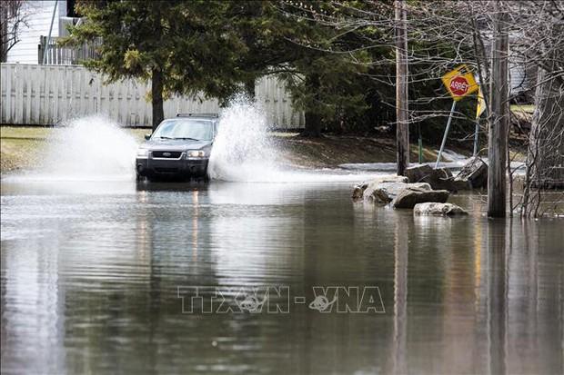 Lũ lụt trên diện rộng ở Canada, trên 1.000 người phải sơ tán  - Ảnh 1.