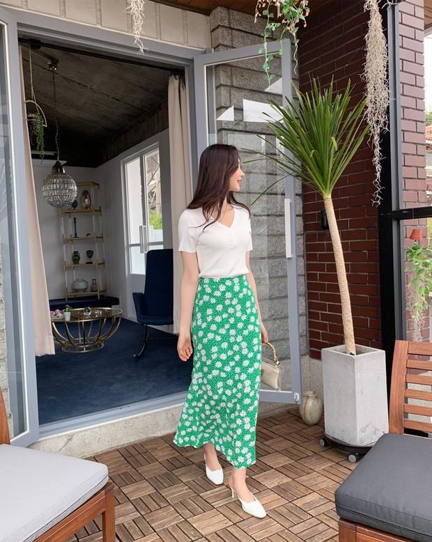 Sao có thể đi qua mùa hè mà thiếu đi chân váy? Và đây là 5 gợi ý xinh đẹp mát mẻ bạn nên sắm ngay - Ảnh 2.