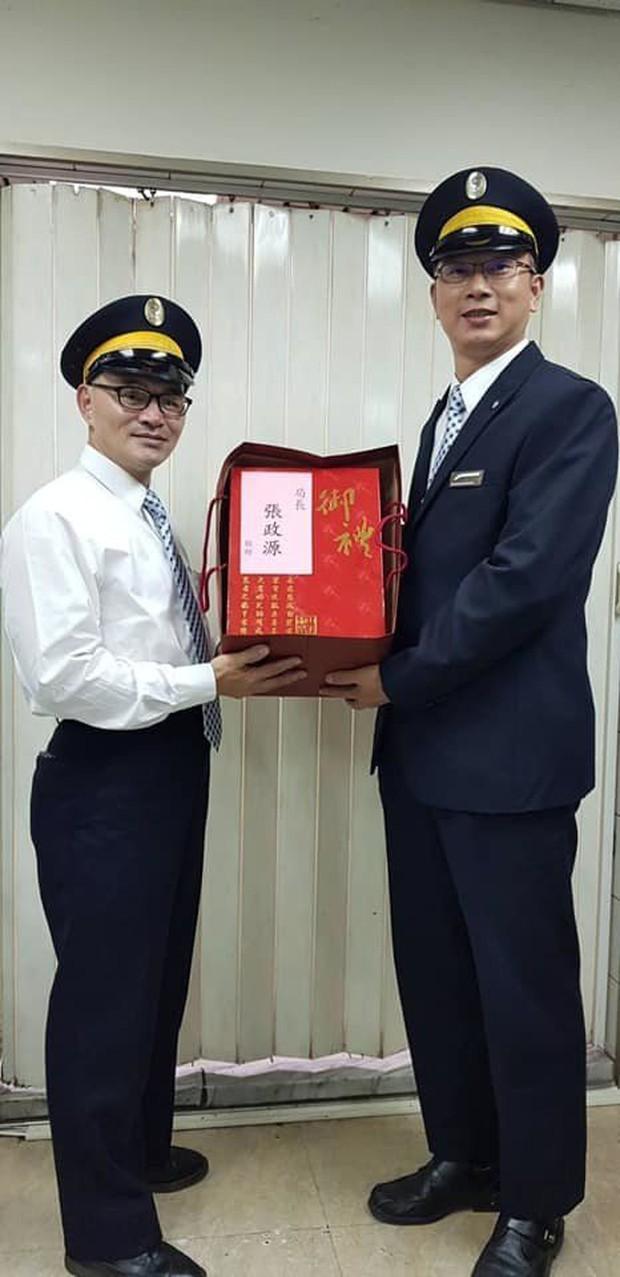 Đang nghe điện thoại thì bị soát vé, nữ hành khách người Việt to tiếng mắng chửi nhân viên tàu ở Đài Loan - Ảnh 3.