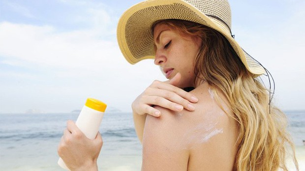 Kem chống nắng là vật bất ly thân ngày nắng nóng nhưng dùng thế nào mới đúng? - Ảnh 4.
