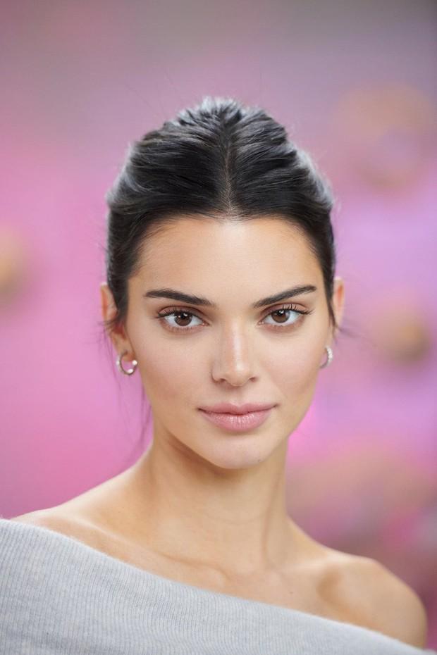 """Kendall Jenner - chân dài nổi tiếng nhà Kim """"siêu vòng 3"""" : Người """"đánh cắp"""" trái tim cháu trai độc tôn của cố Tổng thống Mỹ - Ảnh 2."""