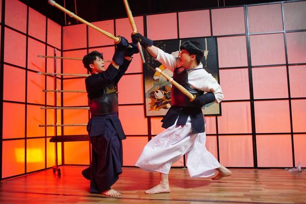 Khán giả nhiệt tình đẩy thuyền khi đôi trai đẹp B Trần và Harry Lu đấu kiếm trong phim mới - Ảnh 6.