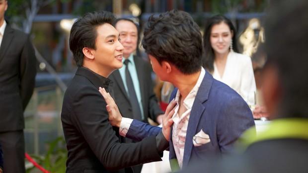 Khán giả nhiệt tình đẩy thuyền khi đôi trai đẹp B Trần và Harry Lu đấu kiếm trong phim mới - Ảnh 7.