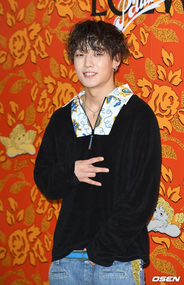 Màn đụng độ nhà SM - YG tại sự kiện: Sulli lộ mặt bóng dầu và cằm nhô ra bất thường, Bobby mặc gì thế này? - Ảnh 10.
