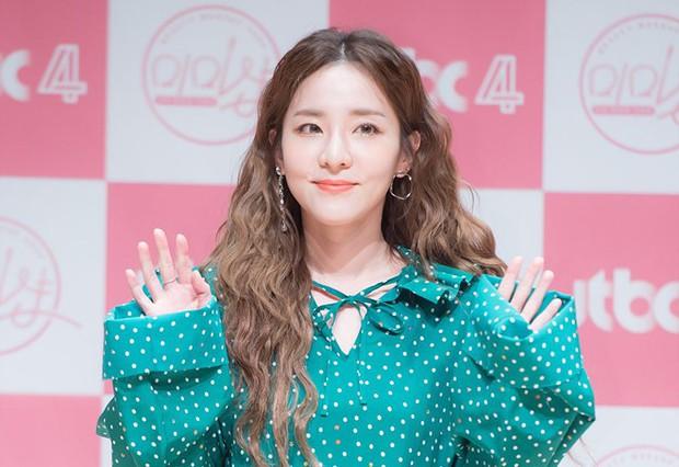 Nữ diễn viên hài lẫy khi không ai nhận ra cô nhỏ tuổi hơn Dara! - Ảnh 3.
